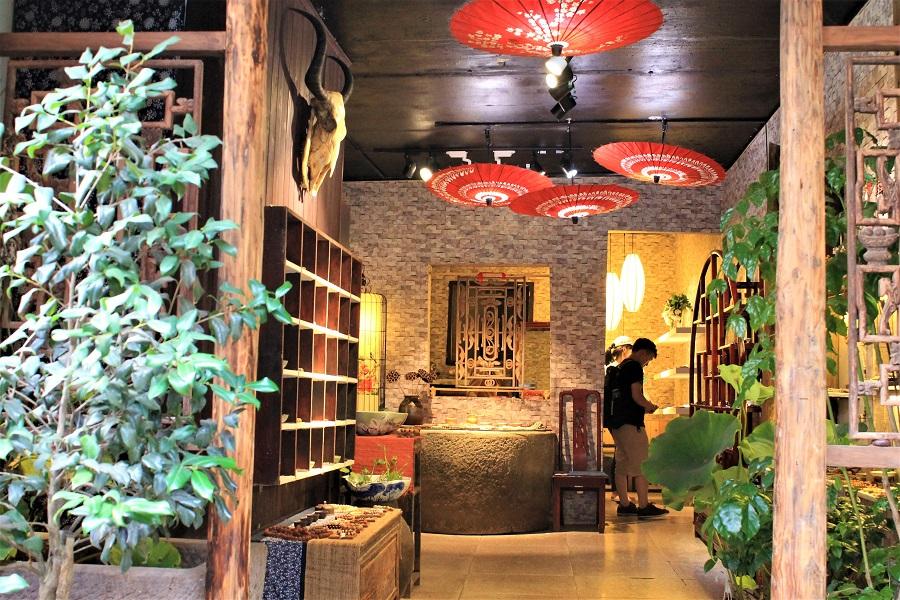 An antique store in Chongqing, 2014.