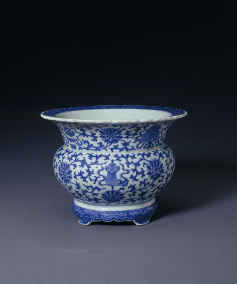 Blue and white eight treasures flower pot (青花八宝纹花盆), The Palace Museum. (Internet)