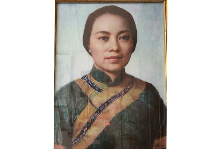 Portrait of Chen Cuifen in Changchun Pu villa. The original oil painting was by Chen Chudian. (SPH)