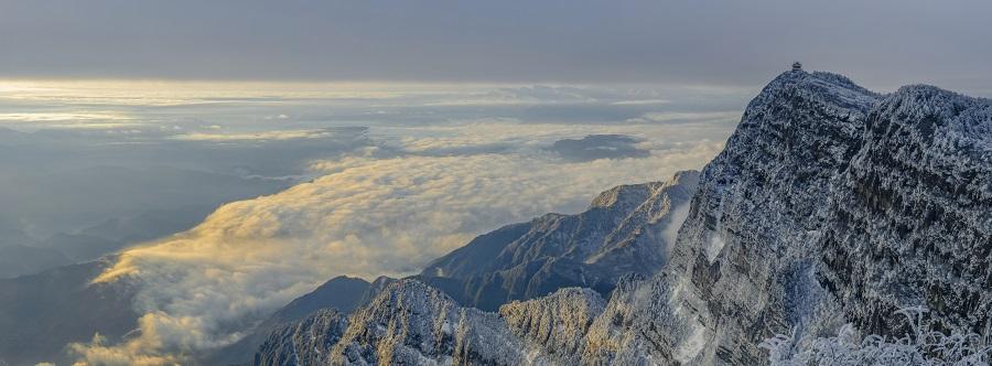 Sunrise in Mountain Emei. (iStock)