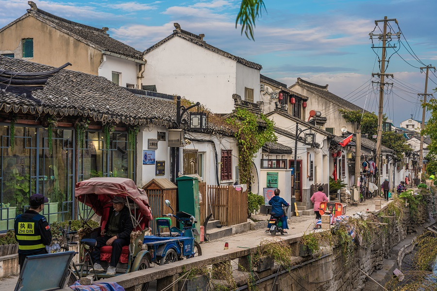Traditional historic Chinese buildings on Pingjiang Road, Suzhou. (iStock)