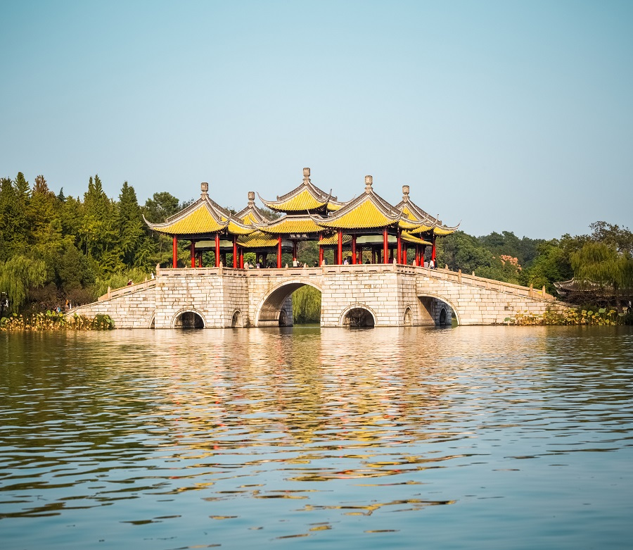 Five-Pavilion Bridge, Slender West Lake, Yangzhou. (iStock)
