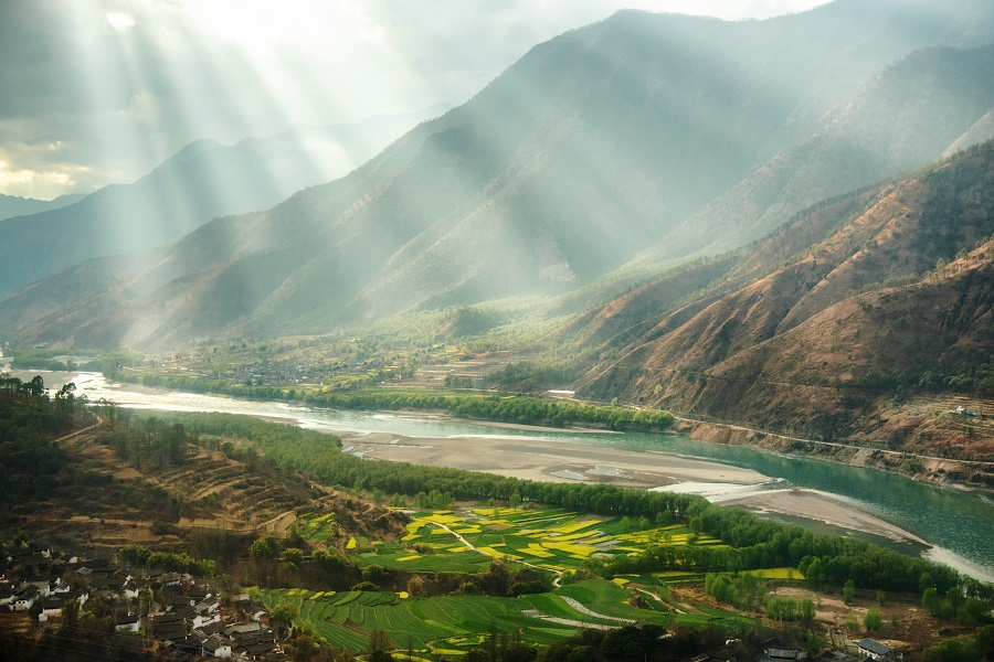 The bend of Yangtze River in Yunnan, China. (iStock)
