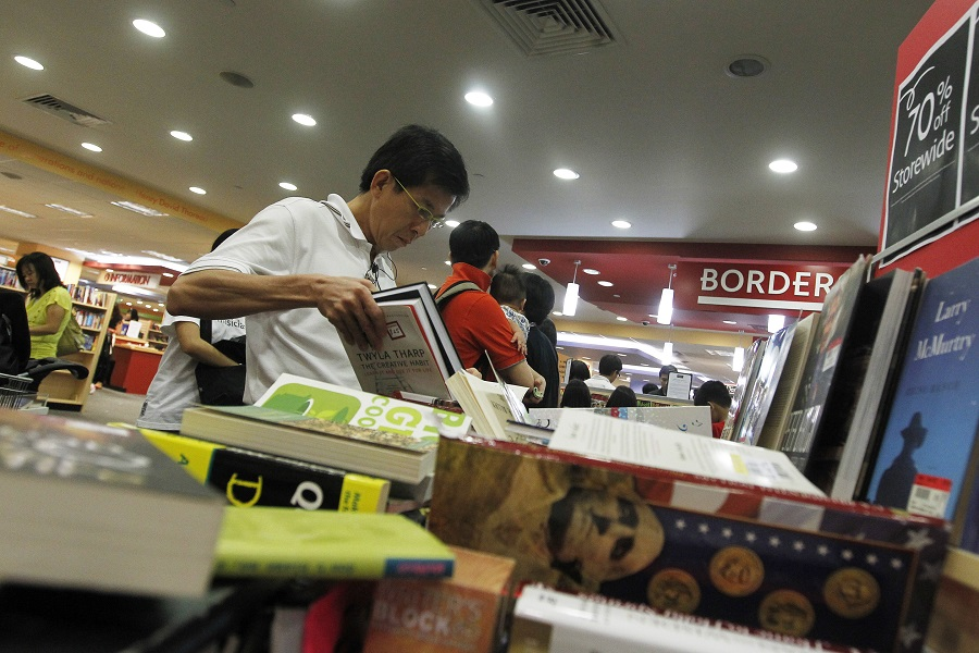 Shoppers looking to pick up a final bargain at Borders' Parkway Parade outlet, where there is a 70% discount on all stock. The bookstore's remaining Singapore outlet, at Parkway Parade, will close at 9pm on 26 September 2011. (SPH)