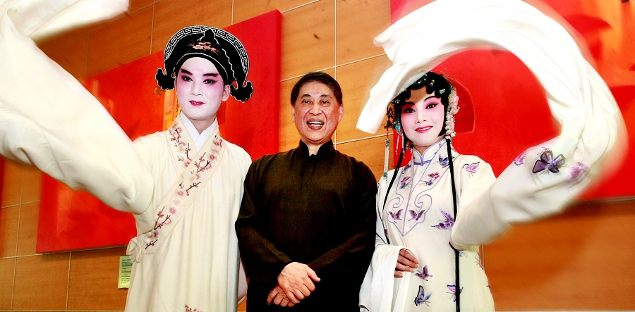 Pai Hsien-yung, who created the youth edition of The Peony Pavilion, with his lead performers. (SPH)