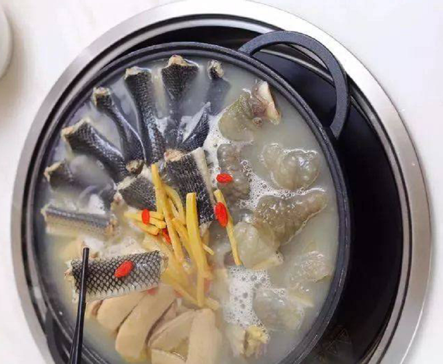 A dish in Guangdong cuisine consisting of snake, chicken, and turtle. (Internet)