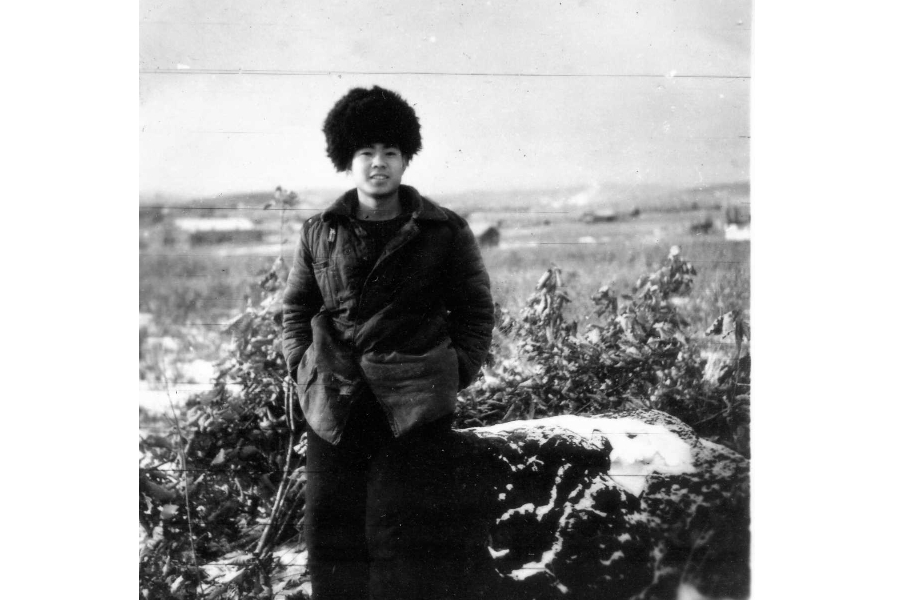 At the age of 20, Qiu Yaotian went to a farm at Heli River, Heilongjiang, as part of a team to support the development of the country's border areas. The hard life that followed in the Great Northern Wilderness was far beyond his imagination. (Photo: Qiu Yaotian)