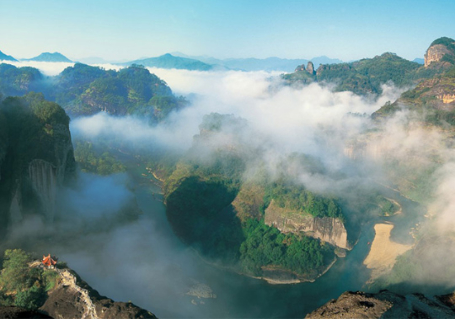 Wuyi Mountain, Heavenly Tour Peak. (Internet:  http://www.71915.com/item-18.html)