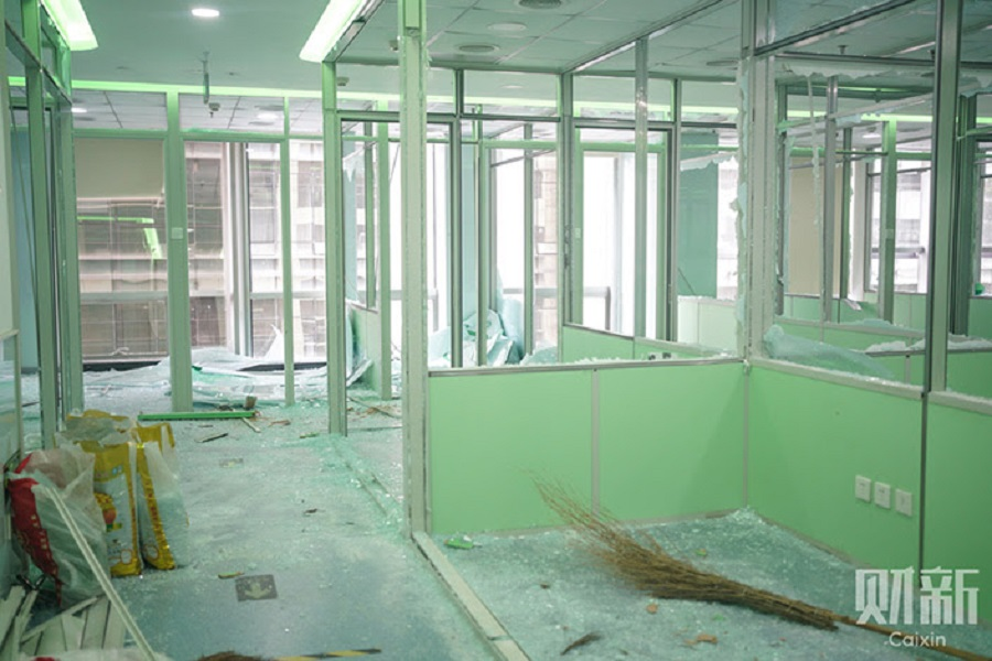 The area that used to have teaching rooms of Gaosi Education is under renovation at E-wing Center. Photo: Zhang Ruixue/Caixin