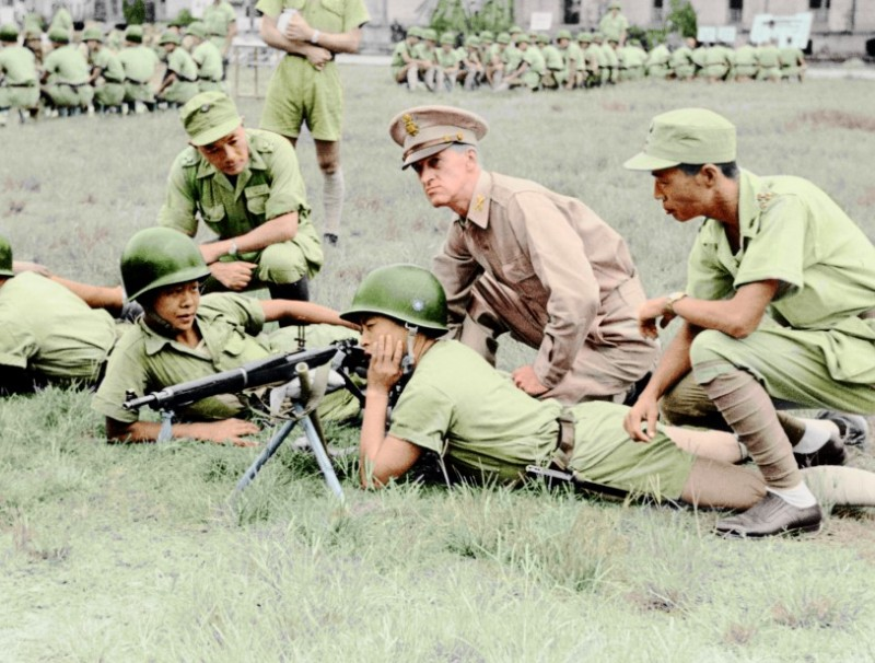 The Military Assistance Advisory Group training KMT troops to use automatic rifles provided by the US, 1951. After the Korean War broke out, the US government sent an advisory group to Taiwan to strengthen its military.