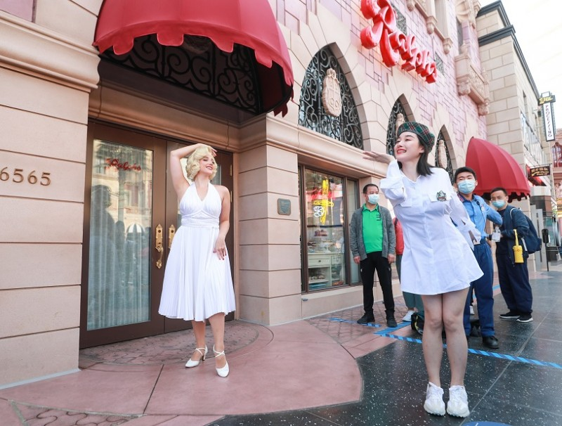 People pose for photos in front of a statue of American actress Marilyn Monroe Universal Studios Beijing, China, 21 September 2021. (CNS)