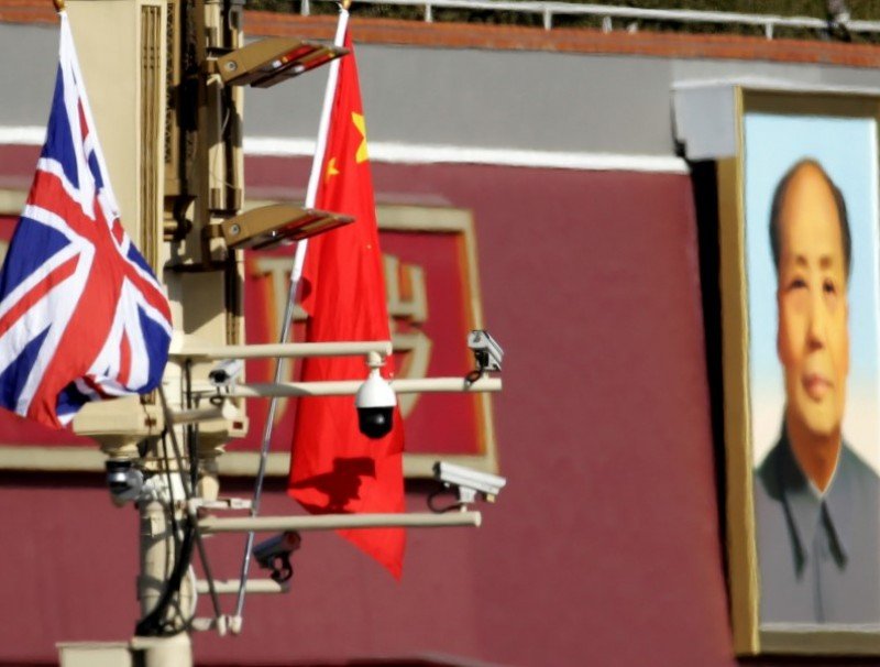 A Union Jack and a Chinese flag on a pole with security cameras in front of a portrait of late Chinese Chairman Mao Zedong at the Tiananmen gate in Beijing, 31 January 2018. (Jason Lee/REUTERS)