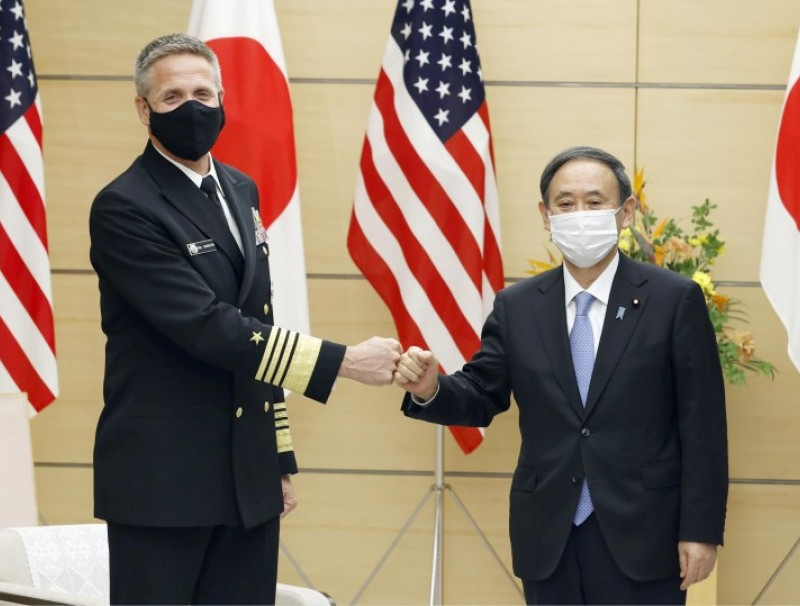 Admiral Philip S. Davidson, commander of the U.S. Indo-Pacific Command meets with Japan's Prime Minister Yoshihide Suga during his courtesy call at the prime minister's office in Tokyo, 22 October 2020. (Kyodo via REUTERS)