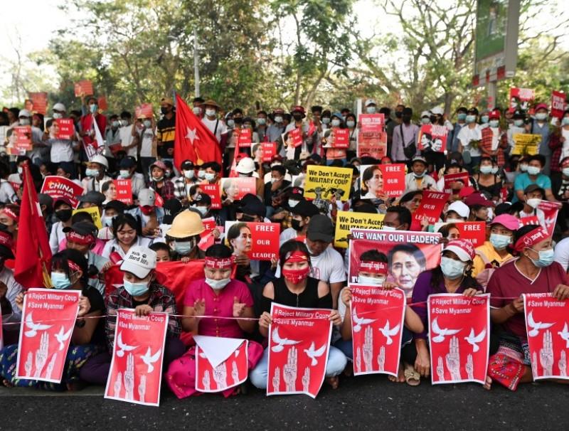 Demonstrators protest against military coup in Yangon, Myanmar, 22 February 2021. (Stringer/Reuters)