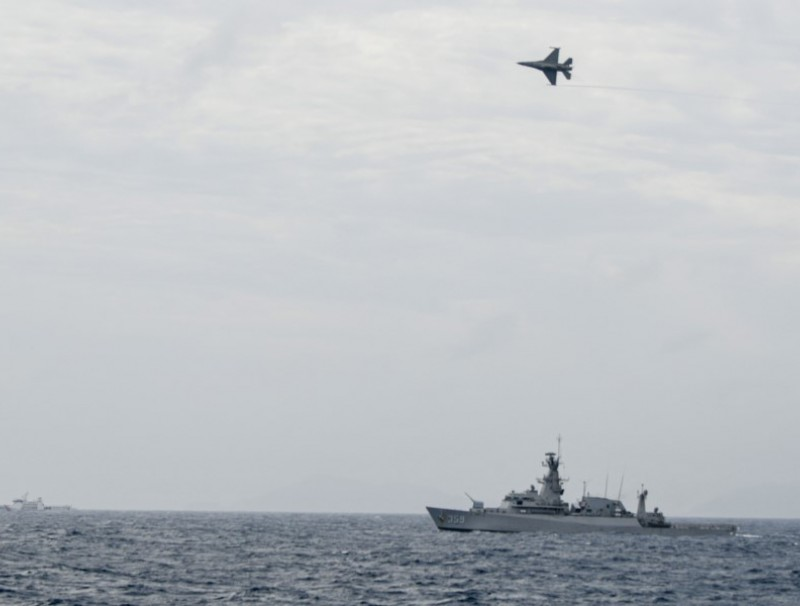 An Indonesian Airforce's F-16 jet fighter flies over an Indonesian Navy warship during an operation in Natuna, near the South China Sea, Indonesia, 10 January 2020. (M Risyal Hidayat/Antara Foto via Reuters)
