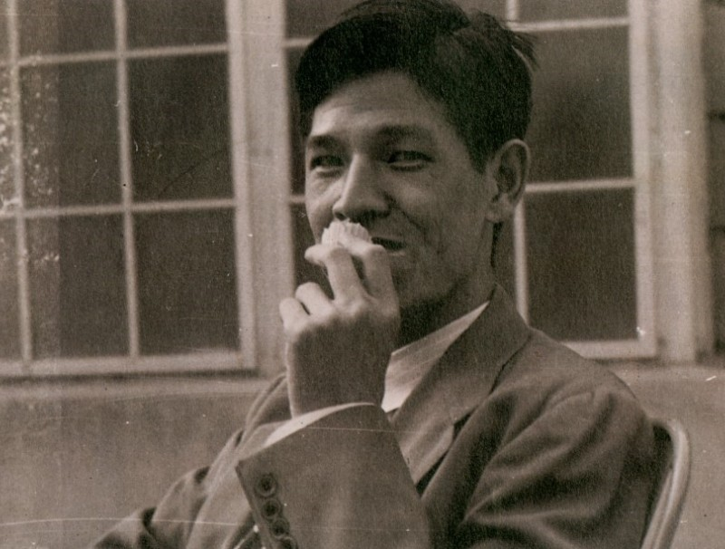A cheerful Lee Teng-hui in this photo taken outside a dining hall at Iowa State University.