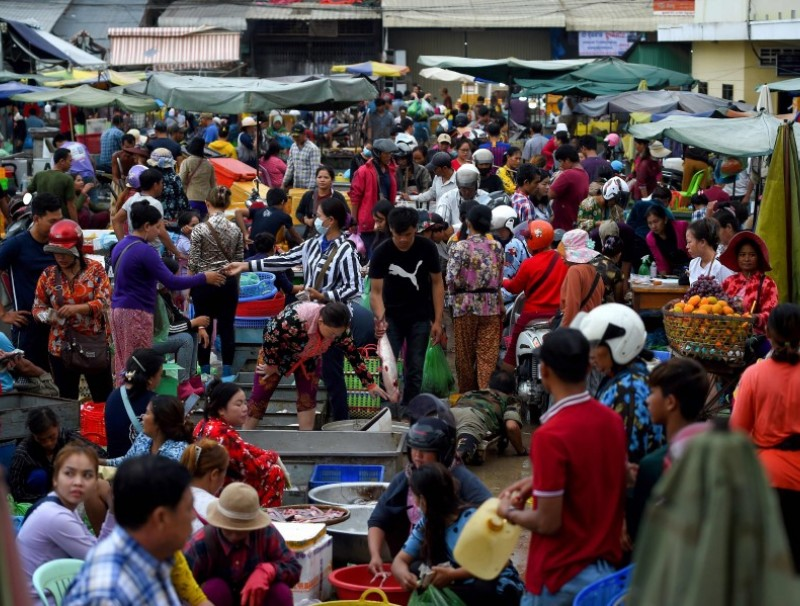 A general view shows a market in Phnom Penh on 2 October 2020. (Tang Chhin Sothy/AFP)