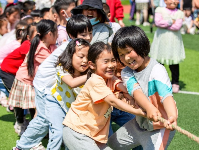 Elementary school students play on International Children's Day in Hai'an in China's eastern Jiangsu province on 1 June 2021, a day after China announced it would allow couples to have three children. (STR/AFP)