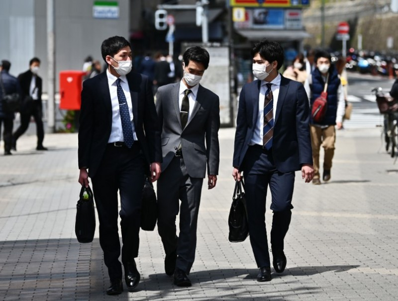 People in Tokyo's Gotanda area, April 7, 2020. Japan's Prime Minister Shinzo Abe declared a state of emergency in parts of the country, including Tokyo, over a spike in coronavirus infections. (Charly Triballeau/AFP)