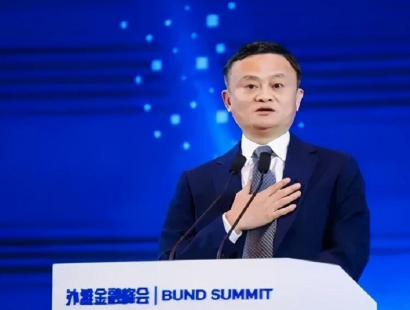 Jack Ma speaking at the Bund Summit in Shanghai. (Weibo)
