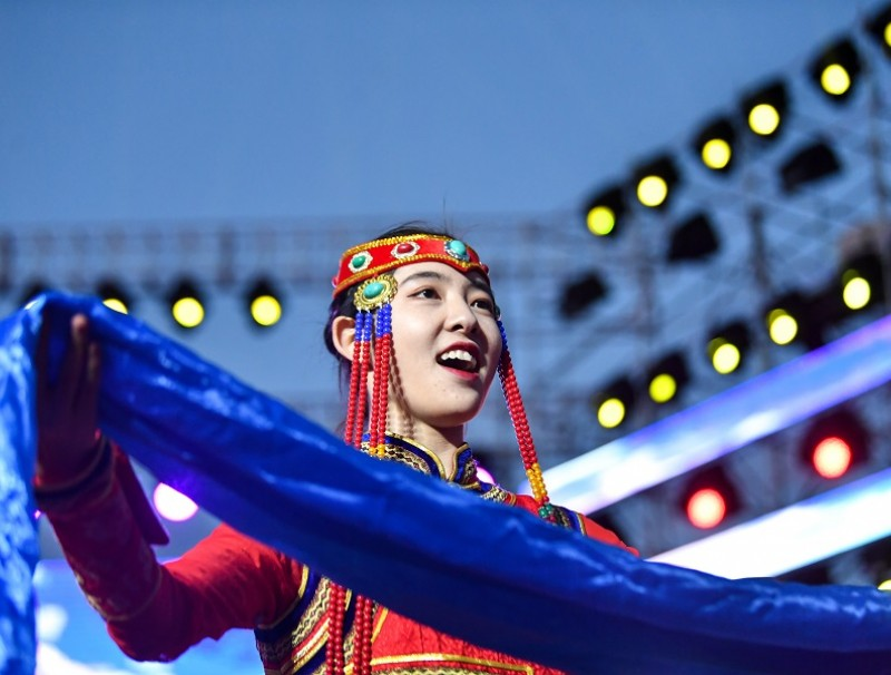 This photo taken on 26 June 2020 shows a performer at the opening ceremony of the 2020 Music and Food Festival of Grassland in Hohhot. (Bei He/Xinhua)