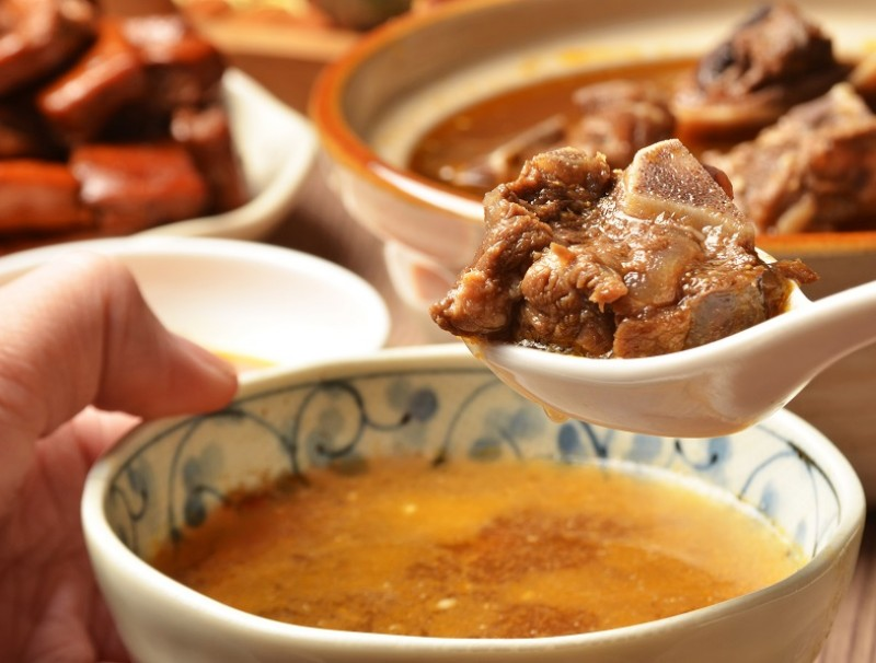 Generous chunks of mutton keep the foodie heart happy and the body warm. (iStock)