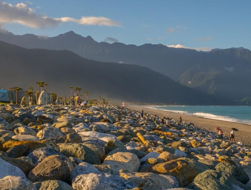 The scenic Qixingtan Beach. (iStock)