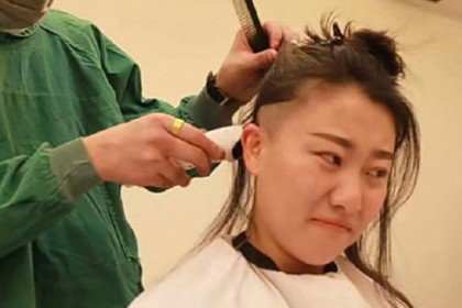 Why should we shave the heads of female medical staff? (Weibo)