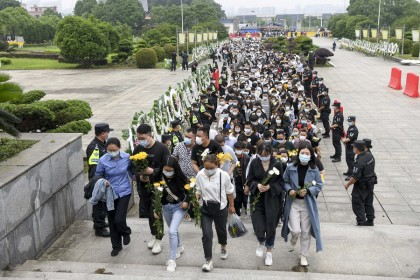 People flock to pay their last respects to Yuan Longping at his memorial service in Changsha, Hunan, China on 24 May 2021. (CNS)