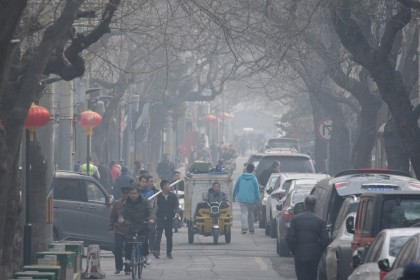 People are seen in a traditional alleyway, or Hutong, on a polluted day in central Beijing. (Jason Lee/REUTERS)