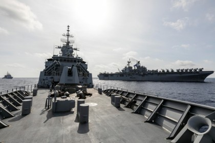 HMAS Parramatta (C) breaks away from USS America (R) and USS Bunker Hill (L) on completion of officer of the watch manoeuvres in the South China Sea, in this 18 April 2020 handout photo. (Australia Department Of Defence/Handout via REUTERS)