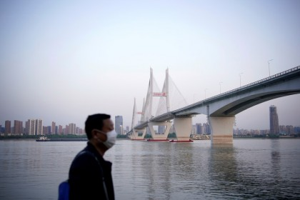A man under a bridge of the Yangtze river in Wuhan, 15 April 2020. (Aly Song/REUTERS)