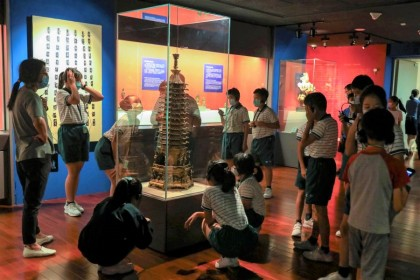 Students at the National Palace Museum in Taipei, Taiwan, 6 August 2020. (Ann Wang/REUTERS)