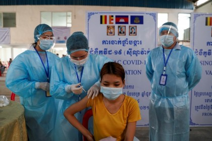 A garment factory worker receives China's Sinovac Covid-19 vaccine at an industrial park in Phnom Penh, Cambodia, 7 April 2021. (Cindy Liu/Reuters)