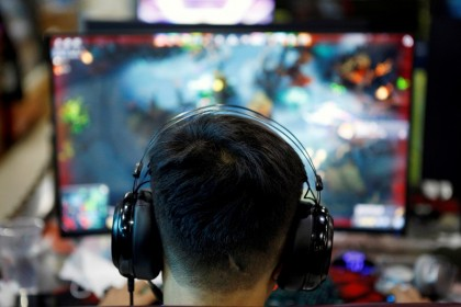 A man plays an online game on a computer at an internet cafe in Beijing, China, 31 August 2021. (Florence Lo/File Photo/Reuters)