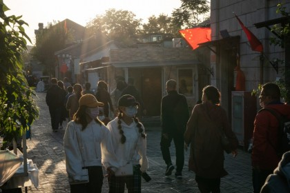 People walk in Qianmen area in Beijing, China, 4 October 2020. A significant rebound in domestic travel over the Golden Week holiday is fueling optimism that consumers are starting to spend again after the pandemic-induced slump. (Yan Cong/Bloomberg)