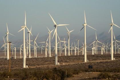 Wind turbines at the San Gorgonio Pass wind farm in Whitewater, California, U.S., 3 June 2021. (Bing Guan/Bloomberg)