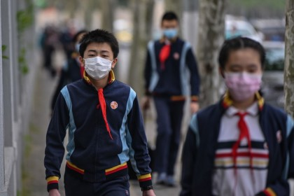 Students wearing face masks arrive at the Huayu Middle School in Shanghai, April 27, 2020. Students returned to class for the first time since schools were closed in January as part of efforts to stop the spread of coronavirus. (Hector Retamal/AFP)