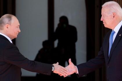 In this file photo, Russian President Vladimir Putin (left) shakes hands with US President Joe Biden prior to the US-Russia summit at the Villa La Grange, in Geneva, Switzerland, on 16 June 2021. (Brendan Smialowski/AFP)