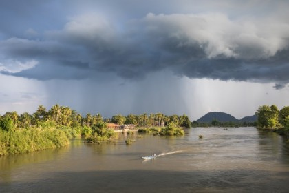 A view of the Mekong between Don Det and Don Khon, Si Phan Don, Laos, May 2019. (Wikimedia)