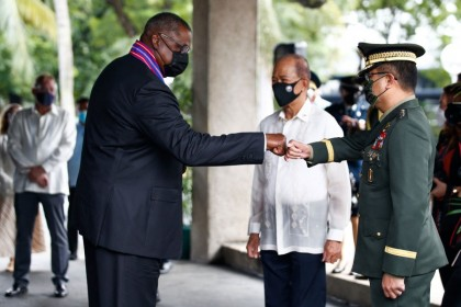 Defence Secretary Lloyd Austin (left) greets Armed Forces of the Philippines Chief of Staff General Cirilito Sobejana (right) as Philippines Defence Secretary Delfin Lorenzana (centre) looks on at Camp Aguinaldo military in Manila on 30 July 2021. (Rolex Dela Pena/AFP)