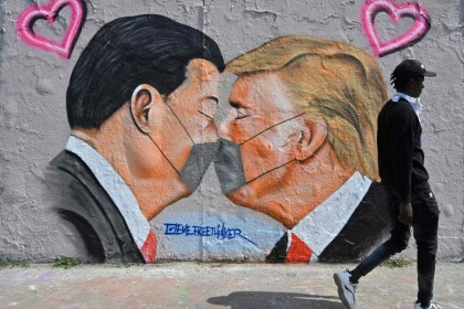 A mural featuring US President Donald Trump (R) and Chinese President Xi Jinping wearing face covers in Berlin on April 28, 2020. (John Macdougall/AFP)