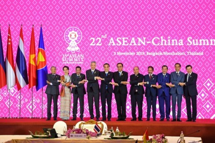 Singapore's PM Lee Hsien Loong and China's Premier Li Keqiang (fourth and fifth from left) with ASEAN leaders at the 22nd ASEAN-China Summit in Bangkok on November 3, 2019. (Manan Vatsyayana/AFP)