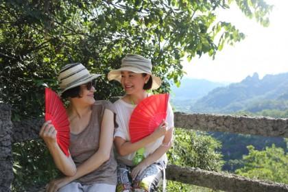 Chiang Ching (left) and Brigitte Lin atop Wuyi Mountain. (Photo: Brigitte Lin)