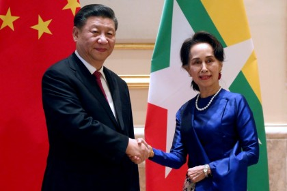 Chinese President Xi Jinping and Myanmar's State Counsellor Aung San Suu Kyi shake hands at the Presidential Palace in Naypyitaw, Myanmar January 17, 2020. (Ann Wang/Reuters)